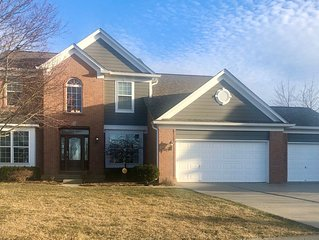 'Keeping Up With the Joneses'-Spacious Home*4BR*3.5BA*Theater*Patio*Comm Pool