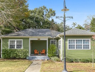 Refurbished Quaint Cottage Bungalow-2 Blocks to 'Old Town' and Beach