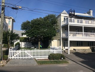 Steps to the Beach & An Ocean View Rooftop Deck - Ideal for Family Gatherings
