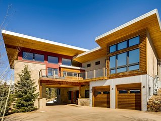 Caribou Ridge Luxury Home and Popular Wedding/Events Venue!
