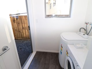 2 Brm Apartment 2 on Jones Crescent - Enjoy all that Hamilton has to offer with