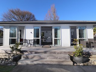 Sunny Unit on Nixon - Modern unit on Nixon is perfect for couples, small family,