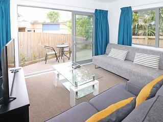 2 Brm Apartment 6 on Jones Crescent - Apartment 6 on Jones St is a 2 min walk fr