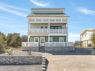 Upscale 4 bedroom, 2.5 bath Beach House walking distance to St. Augustine Beach