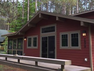 Family-friendly rustic cabin next to the slopes of Crystal Mountain!