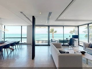 Casa Moderna 2 - Ocean Front Luxury Second Floor Residence