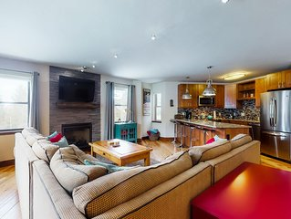 Ski-in/out condo w/shared pool, hot tub & sauna-balcony & fireplace