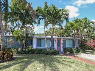 Sunny home w/ heated pool & spa, large backyard, close to beach & nightlife!