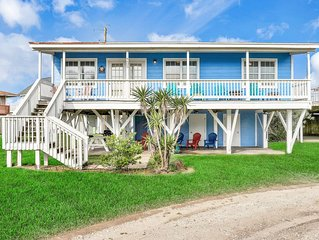 Bayfront dog-friendly home w/ water views and dock access!