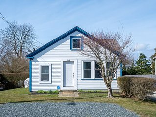 Charming Newport RI cottage near beaches! Less than 1 mile to first beach!!