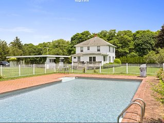 Hunker down in a Hamptons house, huge yard, near beaches & village