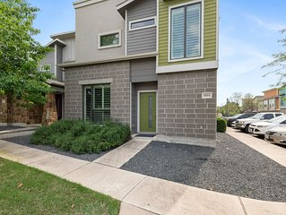 LUXURIOUS Posh Condo 3 Beds/3 Full Baths! Upscale Deco 5 Minutes From The Domain