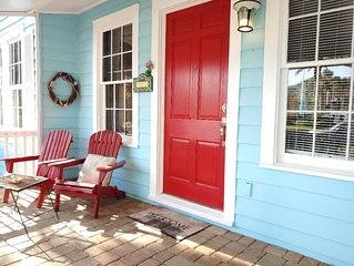 Cozy Charming Cottage! 1 House Away from Beach 3 min walk to Restaurants & Shops