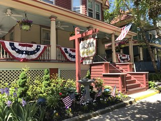2 Bdrm Condo-In Victorian Cape May-1/2 Block to Beach-Sleeps 6