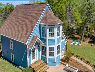 Lake Home for 15 w/Dock, Game Room, Golf Cart - BOOKING Spring & Summer Dates