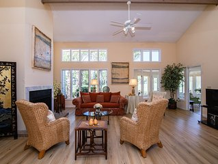 Walk to Beach & Intimate Golf Views - in One Charming Sawgrass Condo