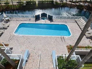 Unit 306 Gulf Place/Walk to beach, pool and tennis. Adorable Condo.Sleeps 4-6