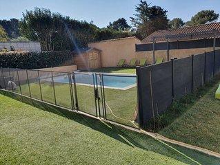 haut de villa,  piscine sécurisée, jardin avec barbecue  6 adultes et 2 enfants