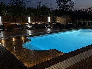 Idéal famille  - gîte 4 à 8 personnes, piscine couverte et chauffée, sauna