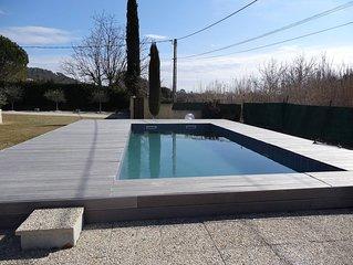 Très jolie villa contemporaine avec piscine