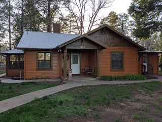 Cozy Cabin Only 5 Blocks From Rainbow Lake! Walk To Fishing! Great Rates!