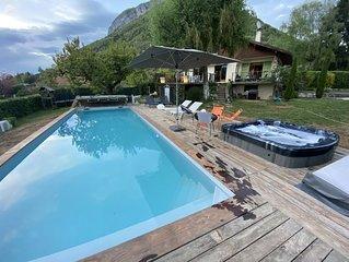 Chalet +piscine 12 m. chauffée + Spa à 5 min à pied du village de Menthon et lac