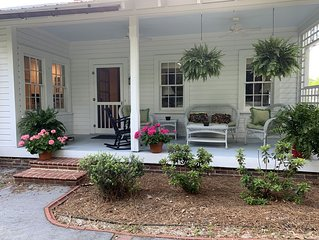 CLUB HOUSE COTTAGE- BEAUTIFUL HOME IN HISTORIC DISTRICT