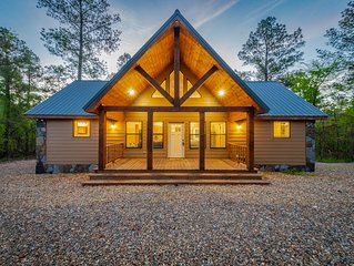 Gorgeous 2 bedroom/2 bathroom cabin tucked away in McCurtain County Wilderness!