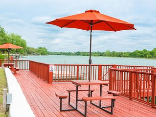 The Red Dock Retreat On Medina Lake
