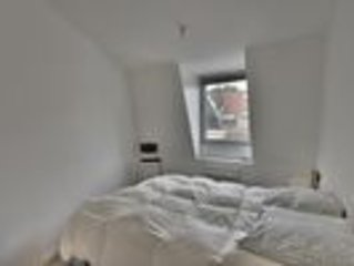 2 Bd apt renovated, comfortable next to the subway