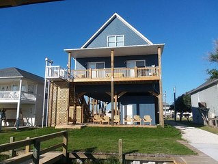 Water Lovers Paradise! New 6 br 4 ba  boat ramp and dock on canal. Near ocean