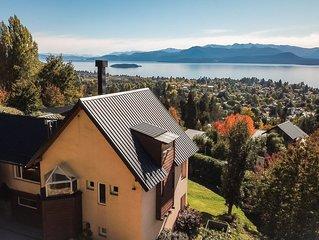 Calida y confortable casa en la montaña , con vista al lago y a las montañas.