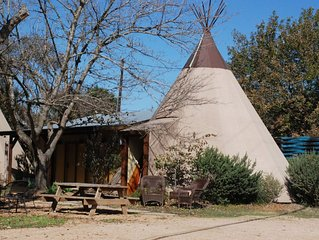 White Buffalo #7 -Tipi Cabin with Guadalupe River access - close to New Braunfel