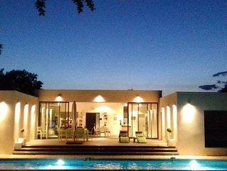 Villa d'architecte 6 pers et sa belle piscine à 2 pas du Pont du Gard.