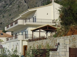 Delightful 2 bed apt in   exclusive villa  close to Kalamata & beaches.