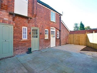 Beautifully renovated 1880s Coach House with Hot Tub, on edge of Peak District
