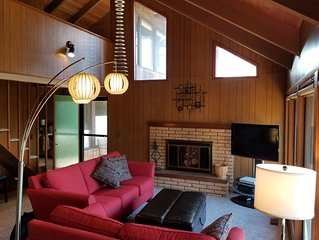 Remodeled Family Friendly Beach House with Vaulted Ceilings