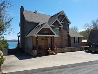 Camp Robert-Lakefront-7 BEDROOMS-Big Lake View-Very Nice Home-Pool/Marina Nearby