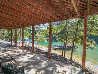 Beautiful Log Cabin on Lake Keowee with Dock - Close to Clemson!