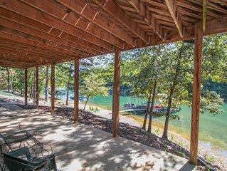Beautiful Log Cabin on Lake Keowee with Dock - Close to Clemson!