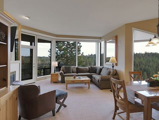 Enjoy Soaring Deschutes River Views from this Beautifully Appointed Two-Bedroom