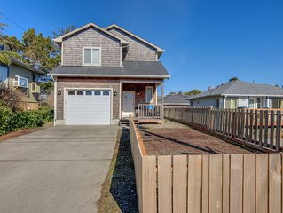 Three Bedroom Suites, Chef's Kitchen in This Home Near Beach & Downtown Seaside!