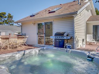 Classic Oregon Coast Cottage with Fenced Yard, Hot Tub and Easy Access to Sil