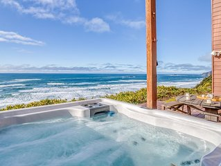 Yaquina Head Lighthouse Views, Hot Tub and Oceanfront w/ Awe Inspiring Views!