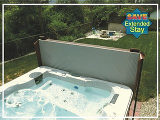FALL RATES $300/nt Hot tub Firepit Bikes Large deck/yard Bar Walk to Brewery