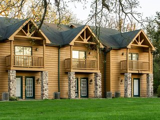 STARVED ROCK (3GJ) - 2BR 2BA rustic cabin in a beautiful setting