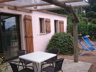 Mini villa vue mer avec terrasse ombragee, BBQ  acces Plage Santa Giulia a pieds