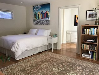 Beautiful Large Room/Studio With Private Bathroom In The Heart of Santa Monica