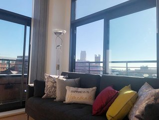 Penthouse Stunning Views, Free Parking