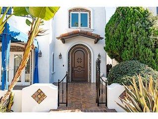 Best Beach Villa Executive Home! Sauna, Jacuzzi Tub, Walk to Beach, Free Parking